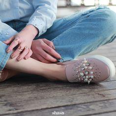 Tenis con perlas para darle un toque muy cool a tu look