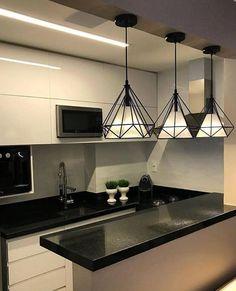 Uma cozinha clean e moderninha para inspirar nossa tarde! Kitchen Room Design, Studio Kitchen, Home Decor Kitchen, Home Decor Bedroom, Home Kitchens, Modern Kitchen Interiors, Modern Kitchen Cabinets, Window Seat Kitchen, Indian Home Decor