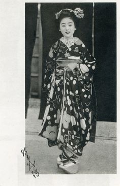 Blue_Ruin1 on Flickr:  Maiko Hisafuku (久福) of the Gion Kobu hanamachi, who appears in the 1933 Miyako Odori programme. Note the 'H' charm dangling from her obi.