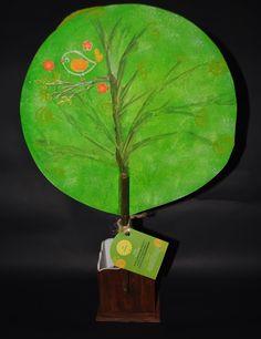Parte trasera del árbol de pensamientos con símbolos de kryon
