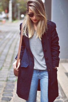 Sobretudo e calça jeans