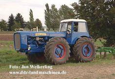 John Deere 4320, Rubber Tires, Ih, Hungary, Tractors, Trucks, Funny, Commercial Vehicle, Heavy Equipment