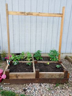 Want to learn how to build a raised bed in your garden? Here's a list of the best free DIY raised garden beds plans & ideas for inspirations. Spiral Garden, Easy Garden, Herb Garden, Autumn Garden, Raised Garden Bed Plans, Raised Bed, Elevated Planter Box, Planter Boxes, Old Bed Frames