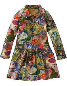 Superzacht en comfortabel jurkje van elastisch katoen met vrolijke Oilily print. Met knoopjes aan de voorzijde en een kraagje.