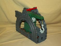 CRANKY CRANE PLAYSET THOMAS TANK TRAIN TRACK SHED MAGNETIC HOOK LOOSE 2009 R9112 #Mattel