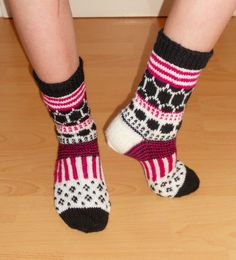 "(2015) Marimekko villasukat Kummitytölleni tein joululahjaksi tämä ""Marisukat"".  I made to my niece, godchild, these ""Marisocks"" for a Christmas present. Crochet Socks, Knitting Socks, Hand Knitting, Knit Crochet, Knit Socks, Marimekko, Slipper Boots, Fair Isle Knitting, Ravelry"