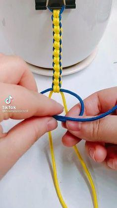 Diy Bracelets Patterns, Macrame Bracelet Patterns, Yarn Bracelets, Diy Bracelets Easy, Handmade Bracelets, Diy Friendship Bracelets Tutorial, Bracelet Tutorial, Friendship Bracelet Patterns, Diy Crafts Jewelry