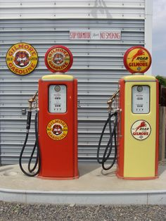 Vintage gasoline pumps Old Gas Pumps, Vintage Gas Pumps, Pompe A Essence, American Pickers, Old Gas Stations, Porcelain Signs, Pump It Up, Old Signs, Oil And Gas