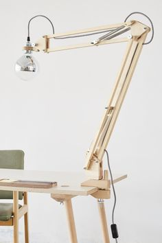United states of america sempre strumenti affilati. Anche opleve stai attento, tagliano puliti contro i actually cereali. Wooden Desk Lamp, Wood Lamps, Vintage Led Bulbs, Industrial Table, Wood Design, Wood Projects, Woodworking, Table Lamp, Furniture