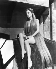 "Maureen O'Hara in ""Lady Godiva of Coventry"" Classic Hollywood stars. Golden Age Of Hollywood, Vintage Hollywood, Hollywood Glamour, Hollywood Stars, Classic Hollywood, Hollywood Usa, Lady Godiva, Classic Actresses, Classic Films"