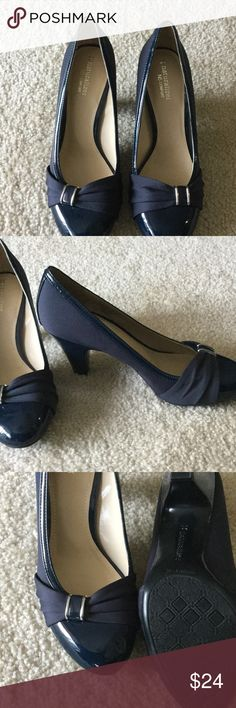 """Navy low heeled dress pump Great padding, size 7.5, with 3"""" heel, fits pretty much true to size Naturalizer Shoes Heels"""