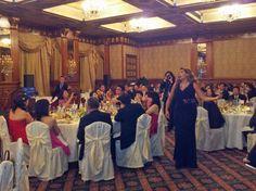 Soprano Paola Sanguinetti canta tra i tavoli