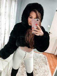Fox Fur Coat, Fur Coats, News 6, Winter Fashion Outfits, Furs, Street Fashion, White Jeans, Long Hair Styles, Sexy