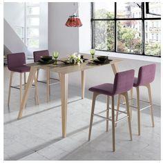 Mesas y sillas altas, geniales para invitar a los amigos. Crean un ambiente de bar pero en la comodidad de una casa. además con un diseño de tendencia. mesas y sillas Okna. http://dismobel.es/