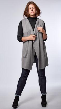 Die grau melierte Weste peppt Basics auf und sorgt für einen lässigen Look.