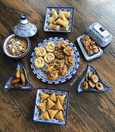Petit-déjeuner marocain. Goûter marocain. Goûter à la marocaine. Présentation à la marocaine. Moroccan food. Moroccan breakfast. Moroccan tea. Baghrir. Couscous. Meloui. Olives. Tajine. Msemen. Rghayef. Dattes. Café. Harira. Tajine. Tagine. Plats marocains. Ramadan. Eid Cookies Recipe, Decoraciones Ramadan, Moroccan Breakfast, Harira, Morrocan Food, Eastern Cuisine, Mouth Watering Food, Middle Eastern Recipes, Arabic Food