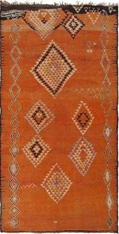 I love Moroccan rugs! I do love them because they have the freedom to stop in the middle of 'a story'. Like this one! Perfection should want it to go on but this is what makes them so interesting...