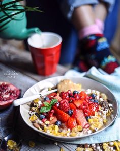 Just want to say  THANK YOU for all your positive comments on my new App!!!! You make me really happy!! Todays breaky rolled oats with the sweetest watermelon strawberries pomegranate crunchy toppings and homemade nutbutter. Wishing you all a HAPPY tuesday! If you like to download my APP EFFORTLESSLY HEALTHY or just check it out click on the link in bio by ellencharlottemarie