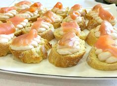 """Smoked salmon and cream cheese bites recipe. An easy and quick appetizer, perfect for your party or when you need to """"bring a plate"""". Quick Appetizers, Appetizers For Party, Cheese Bites, Smoked Salmon, Greek Recipes, Perfect Party, Finger Foods, Baked Potato, Sushi"""