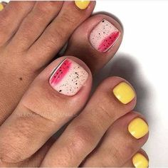 The advantage of the gel is that it allows you to enjoy your French manicure for a long time. There are four different ways to make a French manicure on gel nails. White Pedicure, Shellac Pedicure, Pedicure Colors, Gel Nails, Beach Pedicure, Fall Pedicure Designs, Toe Nail Designs, Pedicure Ideas, White Toe Nail Polish