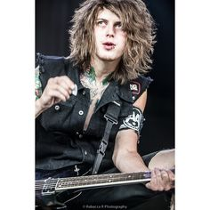 asking alexandria ❤ liked on Polyvore featuring asking alexandria, bands and pics