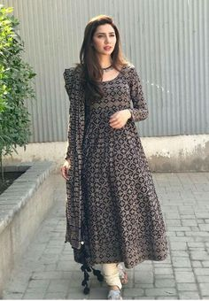 Taking it old school; the fashionista was spotted wearing an Ajrak anarkali look complete with churidaar pajama from Boheme from Kanwal during Verna press tours! Pakistani Frocks, Pakistani Dress Design, Pakistani Outfits, Indian Outfits, Stylish Dresses, Casual Dresses, Fashion Dresses, Kurta Designs, Mahira Khan Dresses