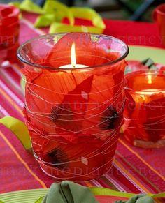 Papaver orientalis - kolorowa dekoracja stołu z makami, latarenki z płatków kwiatów maku i świeczek
