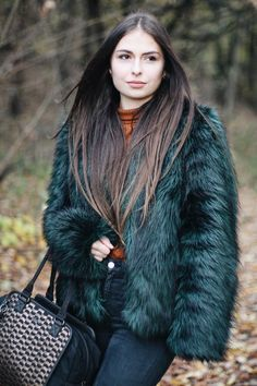 Faye Fever and Faux Fur on www.vogueetvoyage.com #ootd #fauxfur #winteroutfit