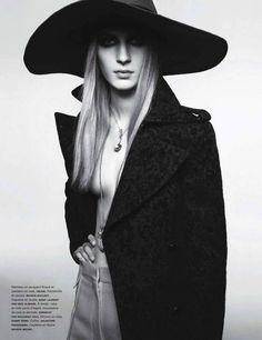 Julia-Nobis-Numero-Magazine-8.jpg