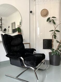 2ndhand chair // Wooden House, Eames, Lounge, Chair, Furniture, Home Decor, Airport Lounge, Drawing Rooms, Decoration Home