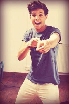 Louis is so silly! Eleanor is very lucky, she has a great boyfriend! #elounor