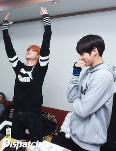 """[스타캐스트] """"다시, RUN X3"""" …방탄소년단, 빗 속의 질주 :: 네이버 TV연예"""