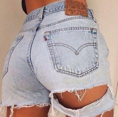 Runwaydreamz is the best fashion source for vintage, high waisted shorts and high waisted jeans. Shop the perfect denim jacket and denim skirt with us. Distressed Black Jeans, Black Denim Jeans, Ripped Denim, Skinny Jeans, Casual Jeans, Diy Shorts, Best Jeans For Women, Pants For Women, Hot Pants