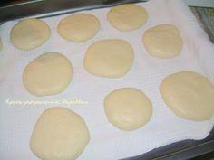 Εύκολες , νόστιμες , αφράτες τυρόπιτες τηγανιού Toftiaxa.gr   Κατασκευές DIY Διακοσμηση Σπίτι Κήπος Griddle Pan, Hamburger, Bread, Kitchen, Food, Kitchens, Cooking, Grill Pan, Brot