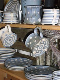 gray pottery love the little feet and bottom glaze