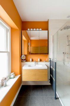 banheiro-minimalista-preto-branco-e-laranja http://casa.abril.com.br/materia/16-moradores-que-nao-tiveram-medo-de-ousar-ao-escolher-a-cor-do-banheiro