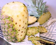 Step-by-step instructions on how to make dried pineapple flowers. Edible and healthy decoration for your cakes or cupcakes! Pineapple Flowers, Dried Pineapple, Honeydew, Food Art, Baking, Fruit, Friday, Healthy, How To Make
