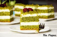 Ciasto leśny mech to pyszne ciasto ze szpinakiem, przełożone delikatnym kremem na bazie kremówki i serka mascarpone. Leśny mech zdecydowanie smakuje tak jak wygląda, czyli pysznie i idealnie. Vanilla Cake, Mascarpone