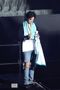 "叶小纸 on Twitter: ""20180428 武道館 mino手指好玩吗?数没数清? 伸舌头的样子也好可爱~ #winner #mino #WinnerJapanTour2018… "" Minho Winner, Song Minho, Attractive People, Jackson Wang, Min Ho, Kpop Boy, Got7, Seventeen, Kimono Top"