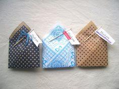 小さなプレゼントをたくさん包みたいときに便利でかわいいプチラッピングをご紹介します。身近にある爪楊枝と折り紙を使って、簡単に量産できますよ。