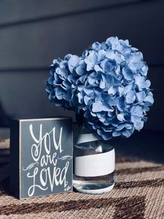 Your Maid of Honor (MOH) has many duties on the wedding day that will help yoru ceremony and reception run smoothly. This article provides ideas of things she/he should be taking care of for the bride. Hugs. #wedding #weddingday #weddingplanning #MOH # Grandfather Gifts, Grandpa Gifts, Gifts For Women, Gifts For Her, Great Gifts, Wedding Day Checklist, Wedding Planning, Box Vin, Magazine Deco