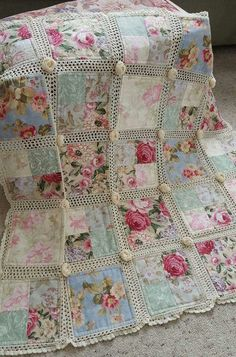 I WILL make this! ❤️❤️❤️ A beautiful quilt made from material with crochet on the edges of each square