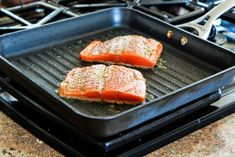 I love salmon and I love Greek seasoning, so this Easy Greek Salmon Cooked in a Grill Pan was winner for me! Grilling Recipes, Fish Recipes, Seafood Recipes, Great Recipes, Cooking Recipes, Healthy Recipes, Dinner Recipes, Tilapia Recipes, Skillet Recipes