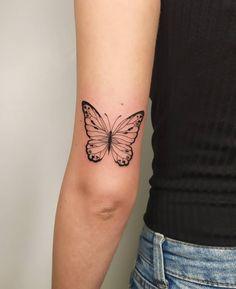 Flower Tattoo Back, Flower Tattoos, Small Tattoos, Lotus Tattoo, I Tattoo, Tattoo Quotes, Piercing Tattoo, Piercings, Aesthetic Girl