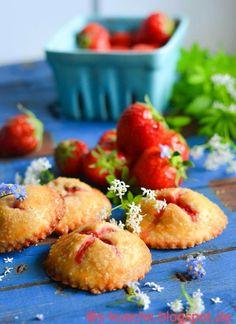 Strawberry and Cream Hand Pies - Mini Pasteten mit Erdbeeren und Frischkäse
