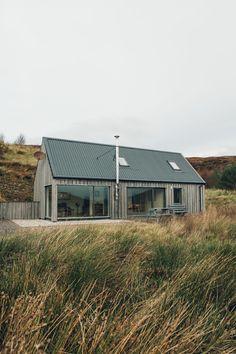 Croft on the Isle of Skye — Scotland Wildlife Croft in Skye - a Scottish hideaway.Wildlife Croft in Skye - a Scottish hideaway. Modern Barn House, House Of Beauty, Beauty Uk, Casas Containers, Skye Scotland, Highlands Scotland, Scotland Castles, Future House, Beautiful Homes