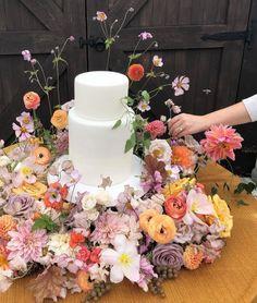Small Wedding Cakes, Beautiful Wedding Cakes, Wedding Blog, Fall Wedding, Dream Wedding, Wedding Things, Wedding Ideas, Floral Wedding, Wedding Flowers