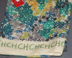 35db85960a01 Mascada Carolina Herrera Tonos Verdes Logo Chchch en Mercado Libre México