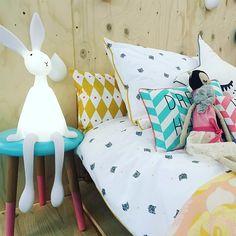 Rose in April Joseph Bunny Lamp – Grasonderjevoeten. Baby Bedroom, Kids Bedroom, Bedroom Decor, Kids Rooms, Bunny Lamp, Farmhouse Table Plans, Farmhouse Decor, Creative Lamps, Home Board