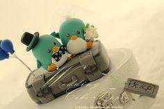 Wedding Cake Topper-love penguin with luggage base | Flickr: partage de photos!